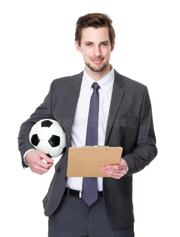 Fußballmanagergriff mit Fußball und Klemmbrett lizenzfreie stockfotografie