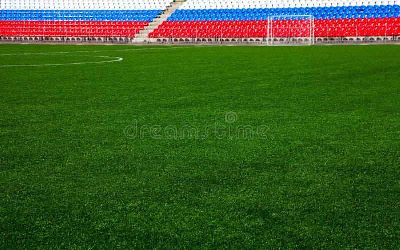 Fußballplatz mit Ständen stockbild