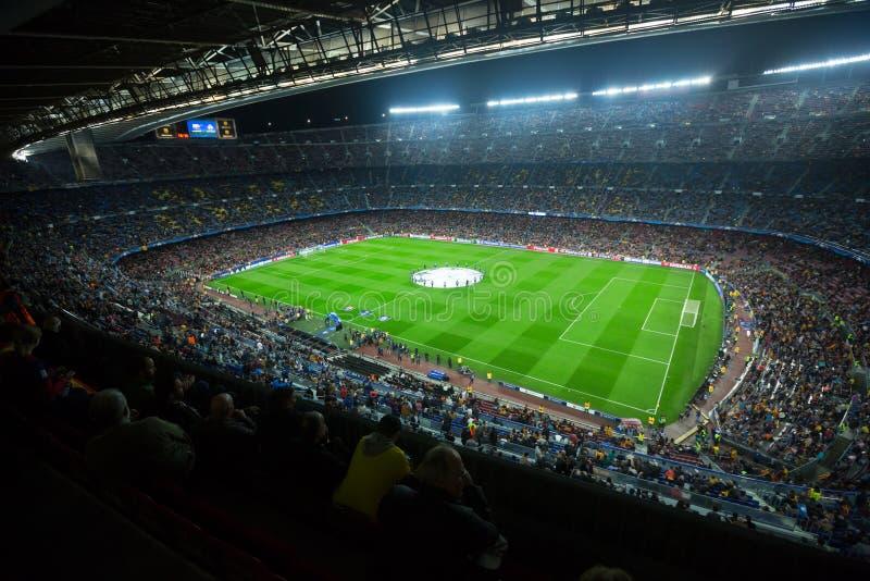 Fußballplatz und Publikum am Stadion Nou kampiert, Barcelona lizenzfreie stockfotos