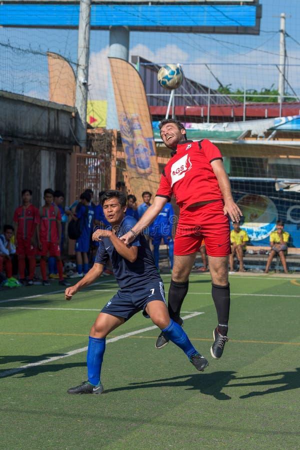 Fußballspieler in der Aktion, Kampot kambodscha stockfotos