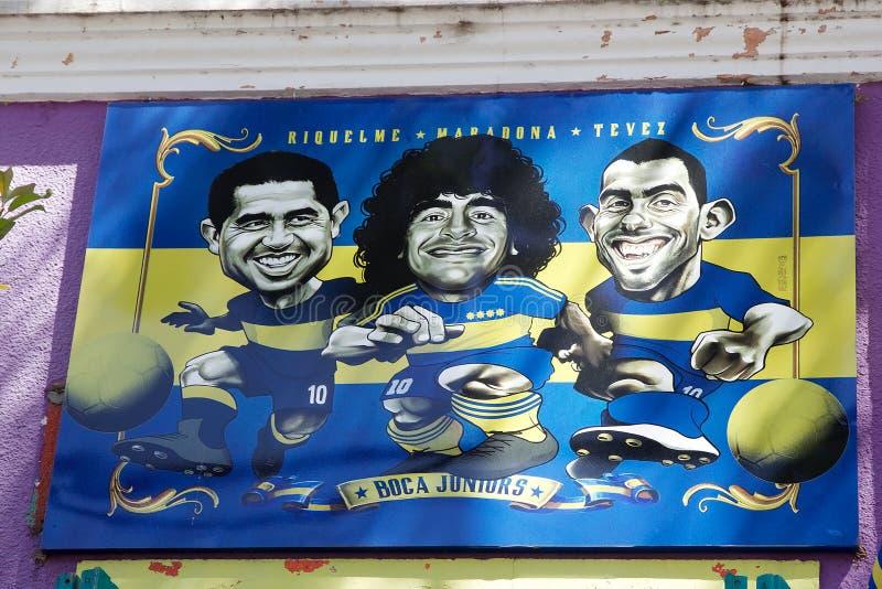 Fußballspieler spielt im La Boca, Buenos Aires, Argentinien die Hauptrolle stockfoto