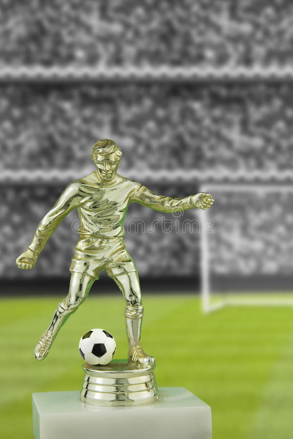 Fußballspielertrophäe stockbilder