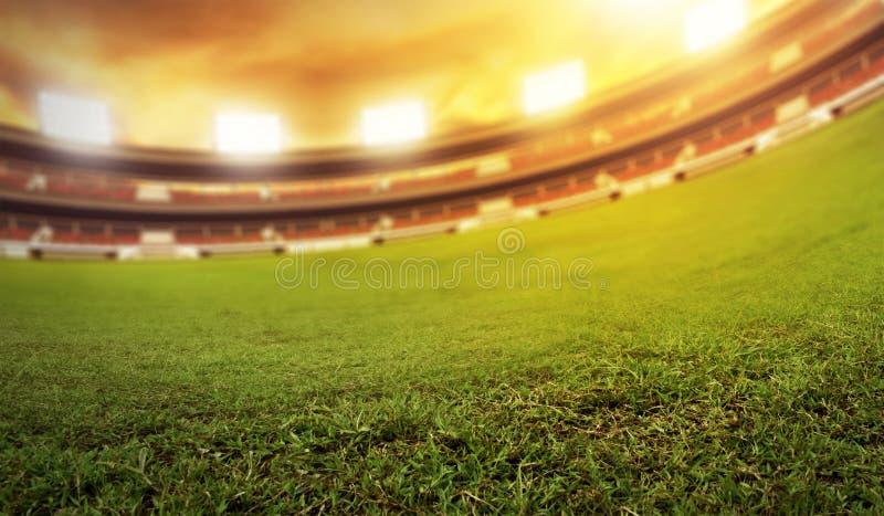Fußballstadionsfeld am Nachmittag lizenzfreie stockfotografie