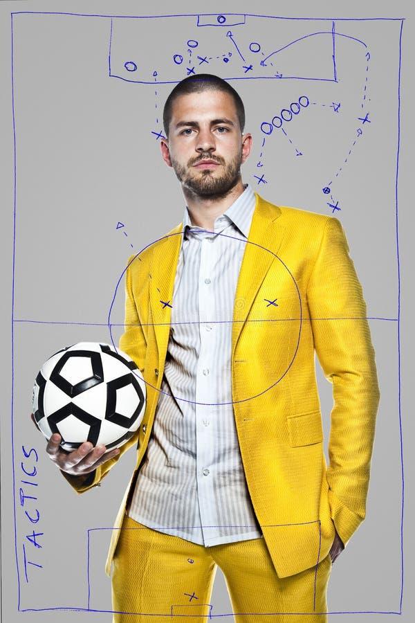 Fußballteam-manager, lokalisiert auf dem grauen Hintergrund stockfotografie