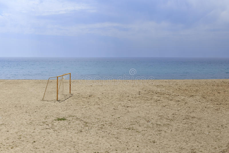 Fußballtore am Strand lizenzfreies stockfoto