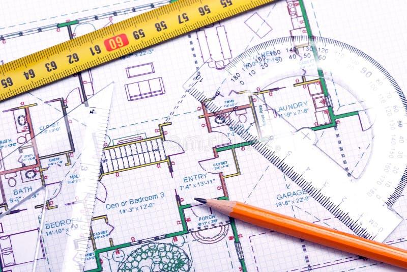 Fußbodenplan und Hilfsmittel des Architekten lizenzfreie stockfotos