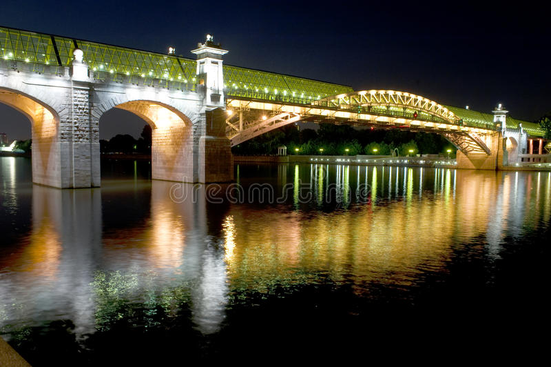 Fußbrücke in Moskau stockbild
