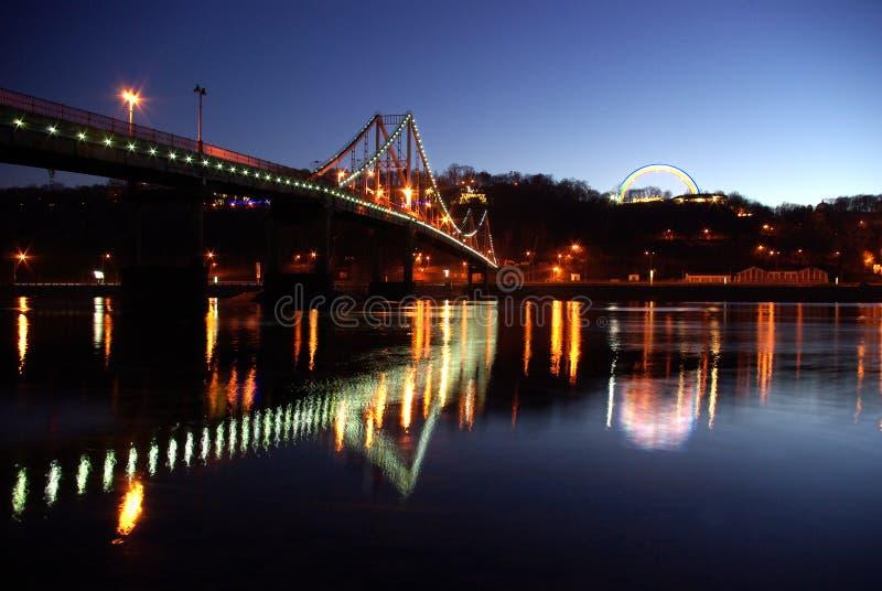 Fußbrücke und Freundschaft von Nationen lizenzfreies stockbild