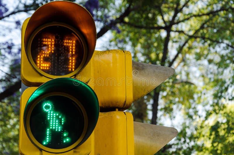 Fußgängerübergang-Signal stockbilder