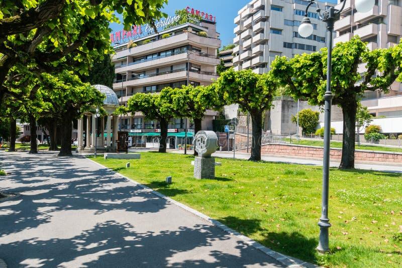 Fußgängergasse mit Künsten nahe den Di Lugano See Lugano Lago stockfotos