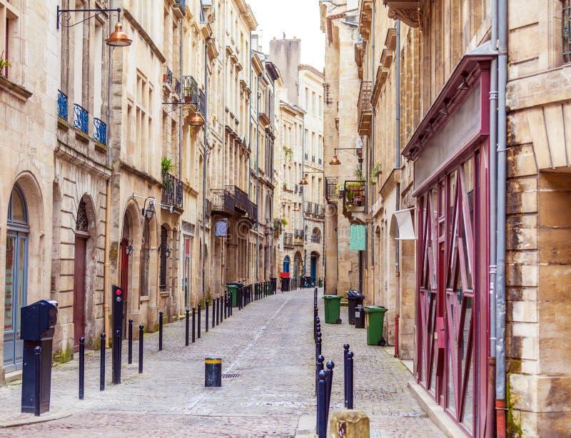 Fußgängerstraße in der alten Stadt, Bordeaux lizenzfreie stockbilder