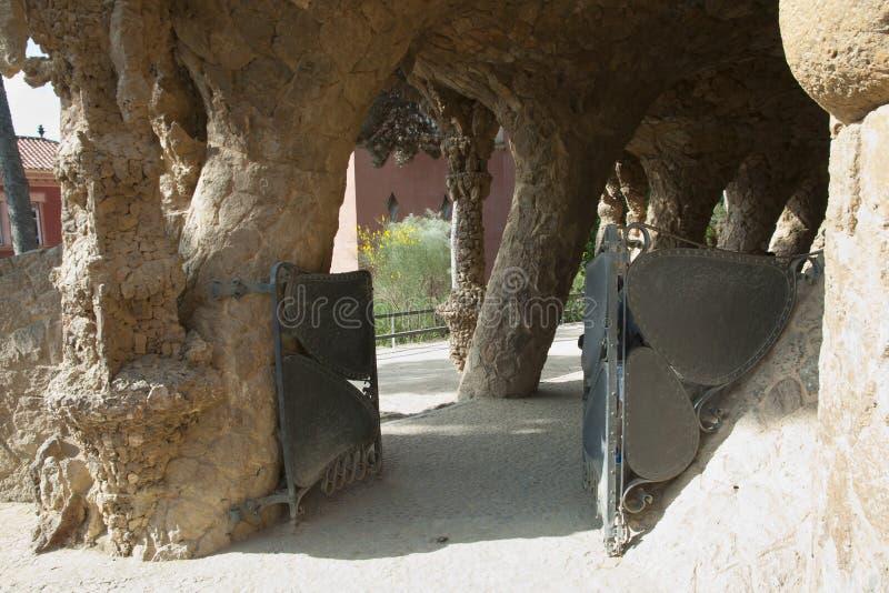 Fußweg Park Guell Collonaded - Barcelona - Spanien stockfotos