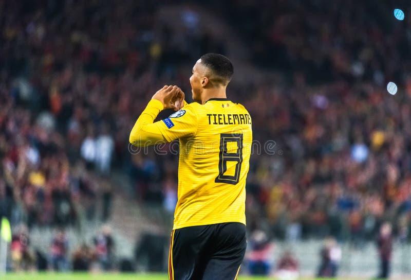Fu?ballteammittelfeldspieler Youri Thielemans Leicester-Stadt und Belgiens nationaler lizenzfreie stockfotografie
