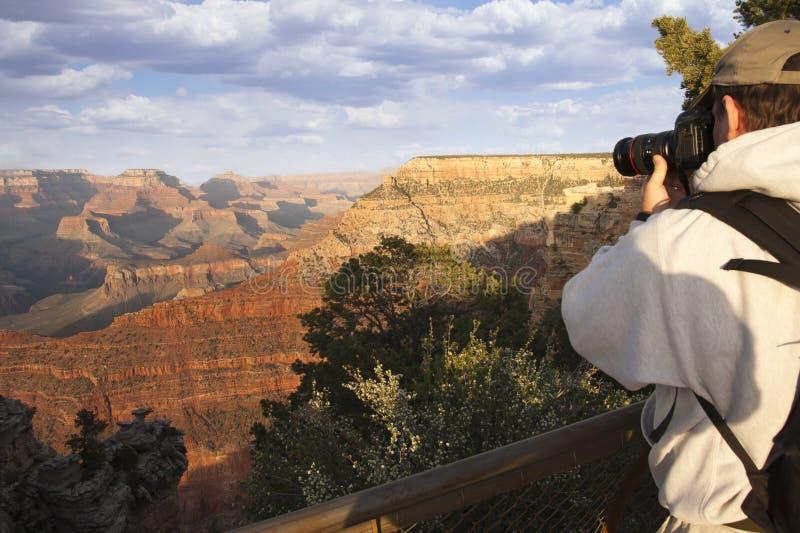 Fucilazione del fotografo al canyon grande fotografia stock