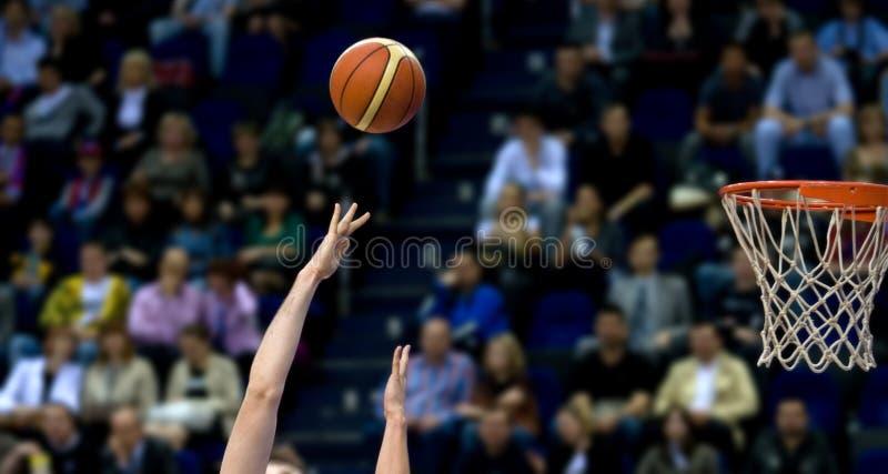 Fucilazione di pallacanestro immagine stock libera da diritti