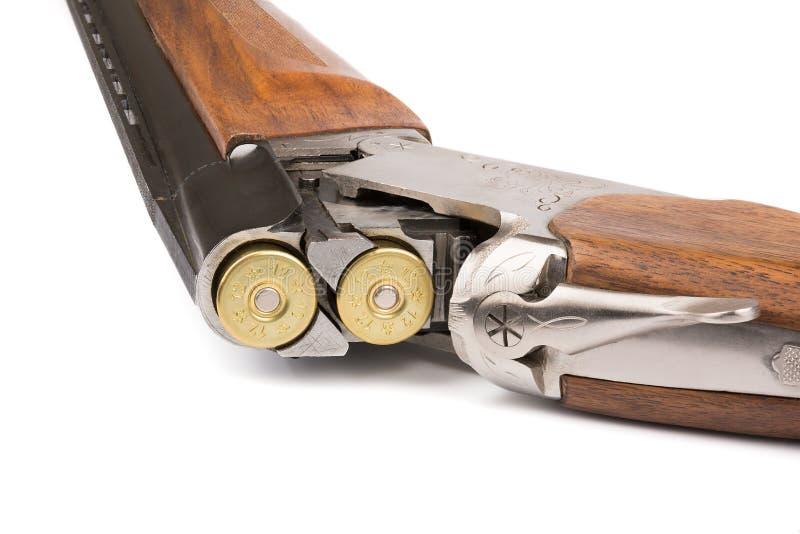 Fucile caricato Isolato su bianco fotografia stock libera da diritti
