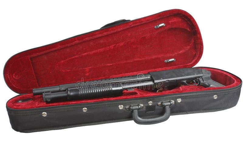 Fucile da caccia segato-fuori con le cartucce in caso del violino fotografie stock libere da diritti