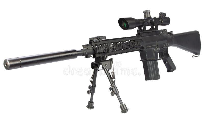 fucile di tiratore franco automatico dei semi con bipod ed il silenziatore immagini stock