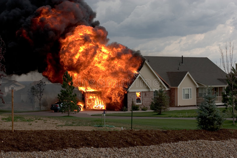 Fuego 1 de la casa imágenes de archivo libres de regalías