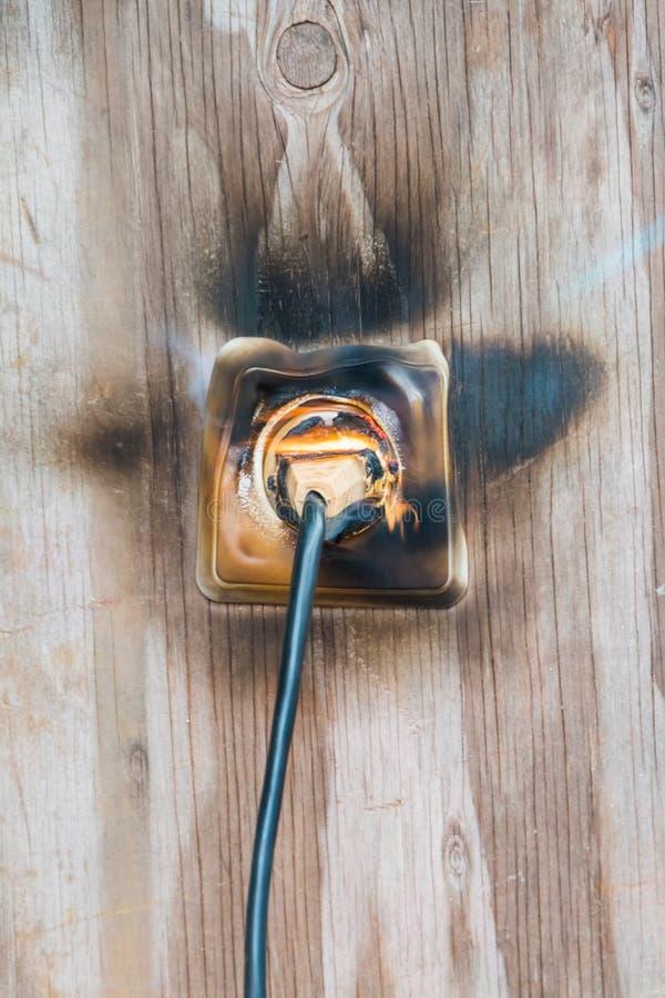 Fuego, alambre en fuego y humo fotografía de archivo libre de regalías
