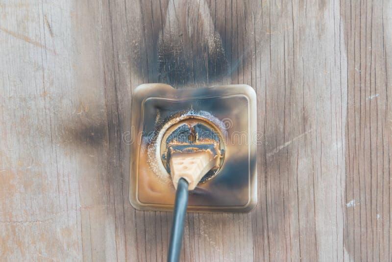 Fuego, alambre en fuego y humo fotografía de archivo
