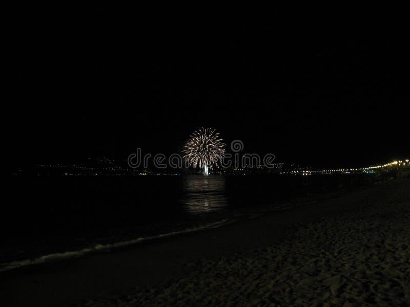 Fuego artificial de la noche imagenes de archivo