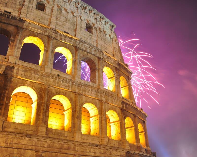 Fuego artificial en Colosseum, Año Nuevo 2012 foto de archivo