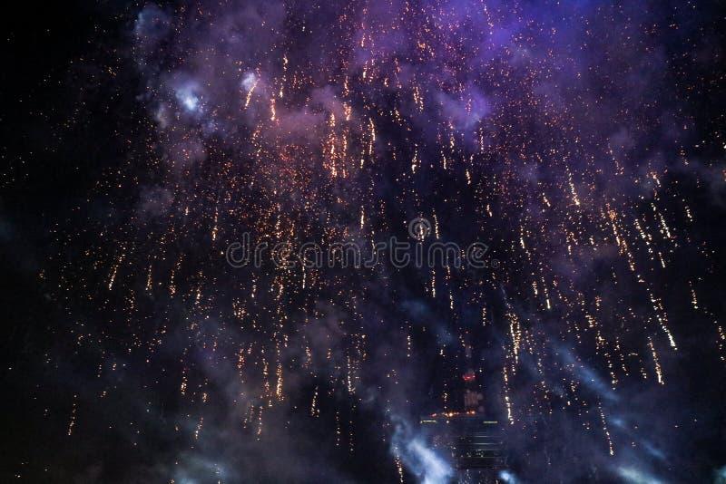 Fuego artificial hermoso del Año Nuevo de Tailandia fotos de archivo