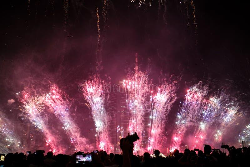 Fuego artificial hermoso del Año Nuevo de Tailandia imagenes de archivo