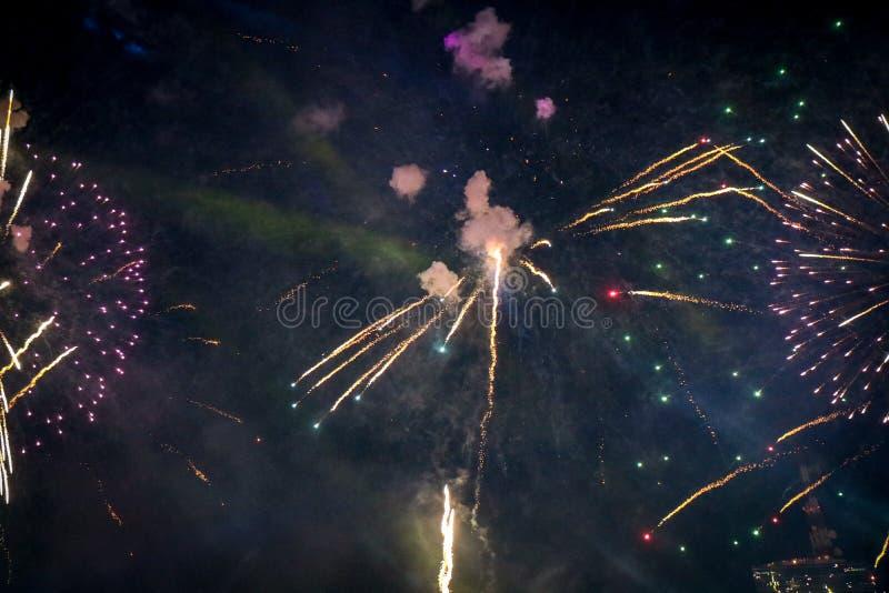 Fuego artificial hermoso del Año Nuevo de Tailandia foto de archivo