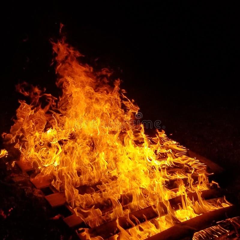 fuego de debajo foto de archivo libre de regalías