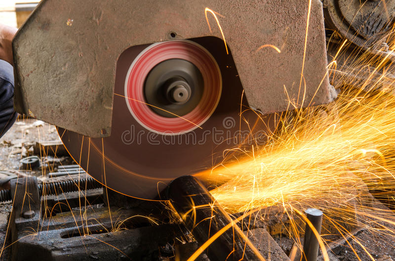 Download Fuego de la chispa imagen de archivo. Imagen de hierro - 64203977