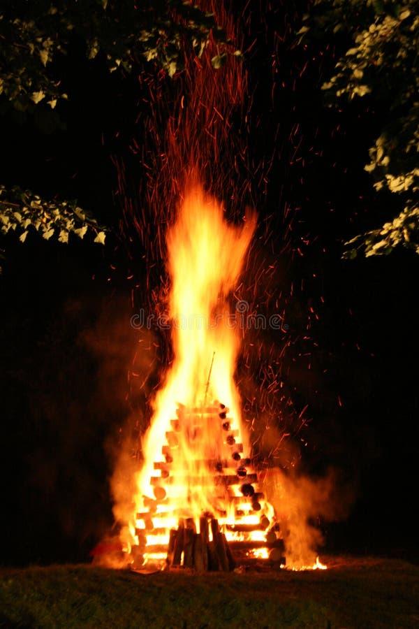 Fuego de la noche fotos de archivo libres de regalías