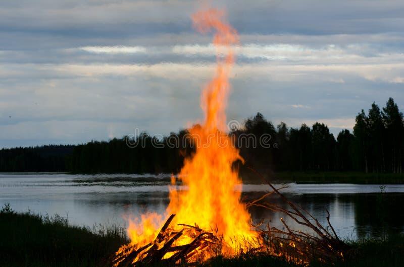 Fuego de la noche fotos de archivo