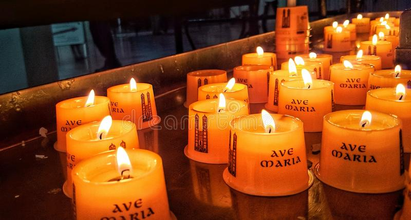 Fuego de la vela fotografía de archivo