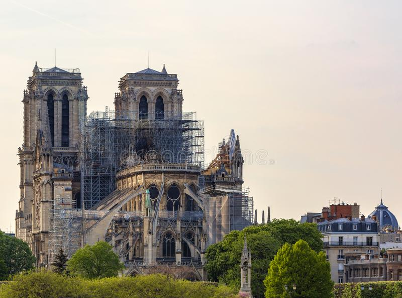 Fuego de Notre Dame de Paris Cathedral After The el 15 de abril de 2019 imagenes de archivo