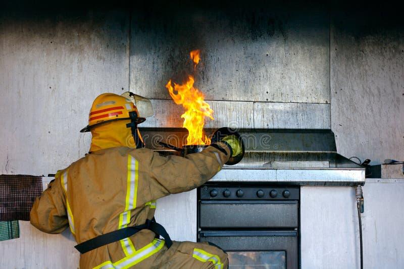 Fuego del aceite de cocina fotos de archivo libres de regalías