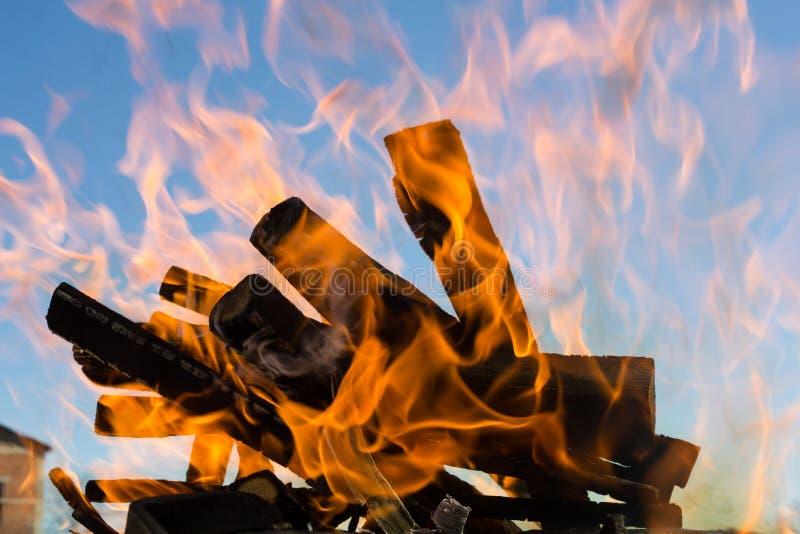 Fuego del campo fotografía de archivo libre de regalías