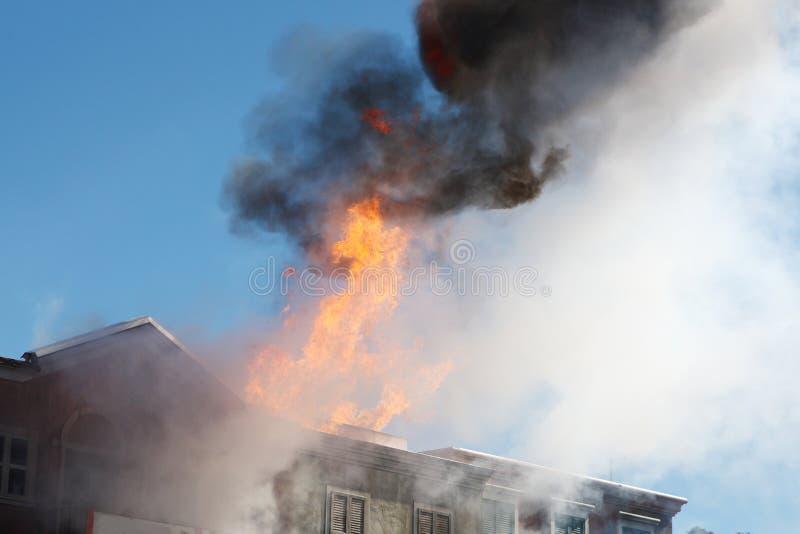 Fuego del edificio imágenes de archivo libres de regalías