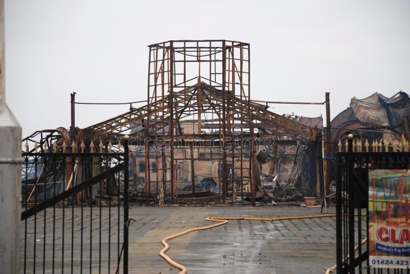 Fuego del embarcadero de Hastings foto de archivo