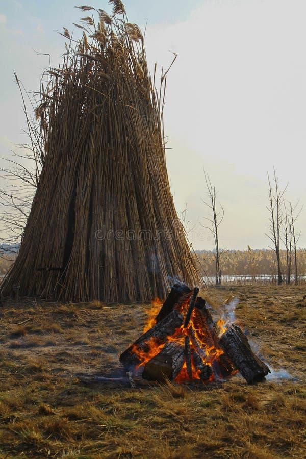 Fuego del sacrificio en la playa fotos de archivo libres de regalías