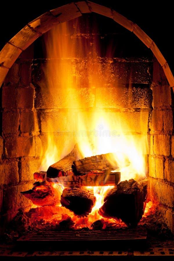 Fuego en chimenea fotos de archivo libres de regalías