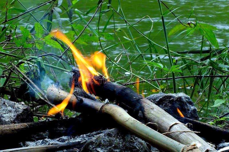 Fuego en el agua fotos de archivo