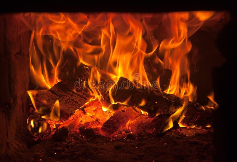 Fuego en el horno foto de archivo