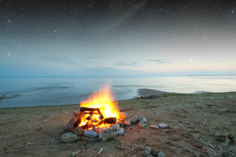 Fuego en el mar fotos de archivo