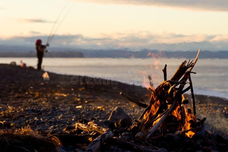 Fuego en la playa imagen de archivo