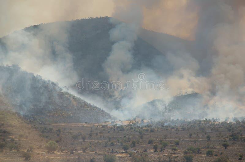 Fuego en las montañas durante la sequía, Turquía fotos de archivo libres de regalías