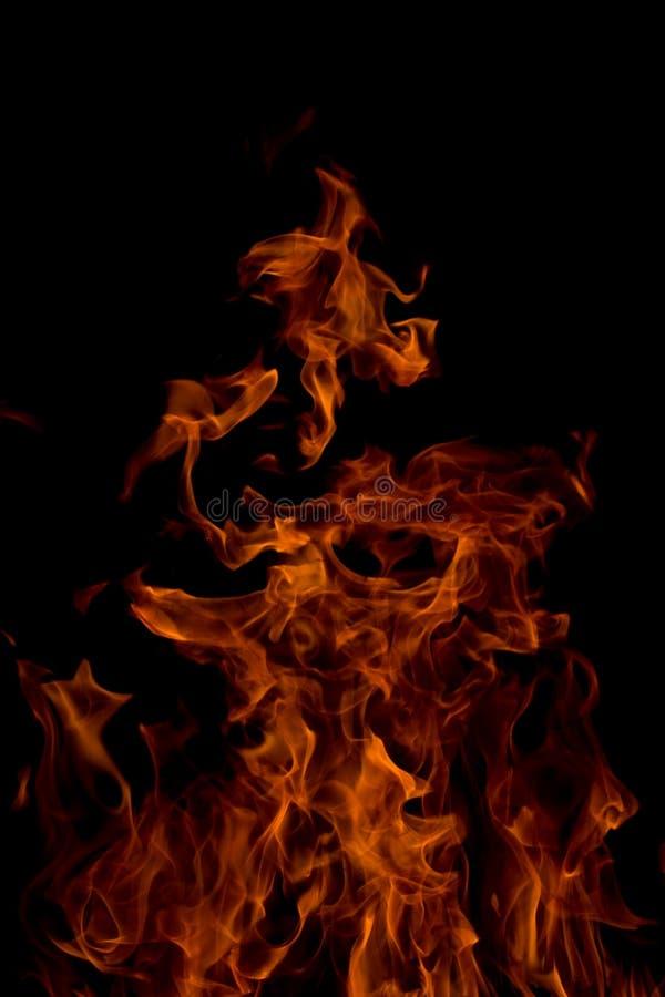 Fuego en un fondo negro imagen de archivo