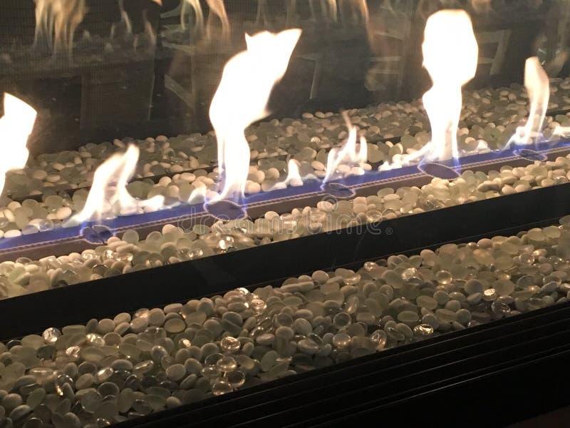 Fuego llameante imágenes de archivo libres de regalías