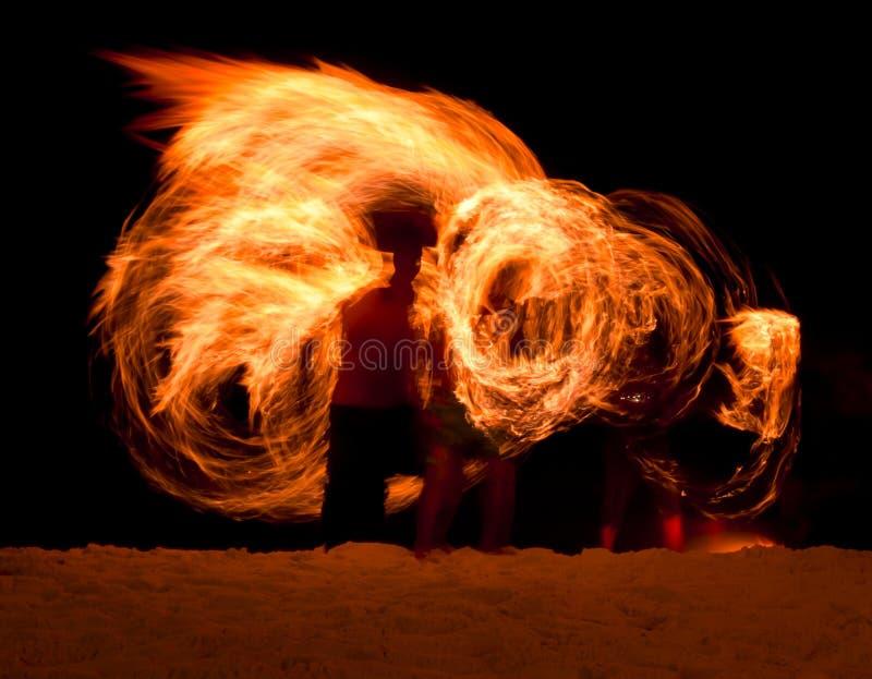 Fuego Poi en la playa fotografía de archivo